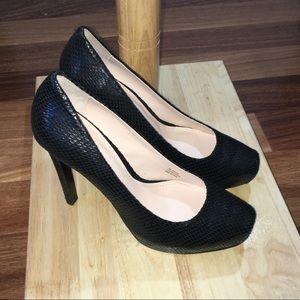 NWOT Black Leather Pour la Victoire Gilliana Heels